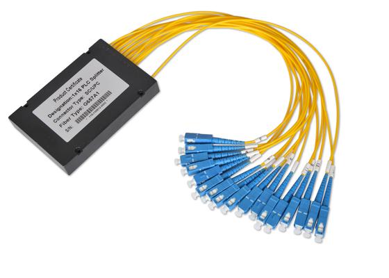 Los acopladores de fibra óptica 1*32 y 2*32 con 0.9m m 2.0m m 3.0m m telegrafían, divisor de la fibra con varios modos de funcionamiento